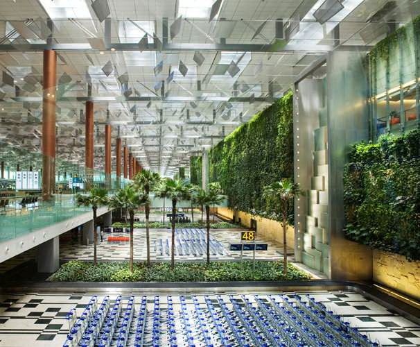 Changi Сингапур.  К услугам ожидающих отправки рейса в Чанги бассейн, спа-центр, салоны красоты, кинотеатр и...